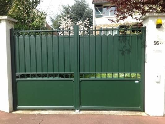 Portail battant sib tradition en aluminium vert textur 6009 for Portail vert de jardin