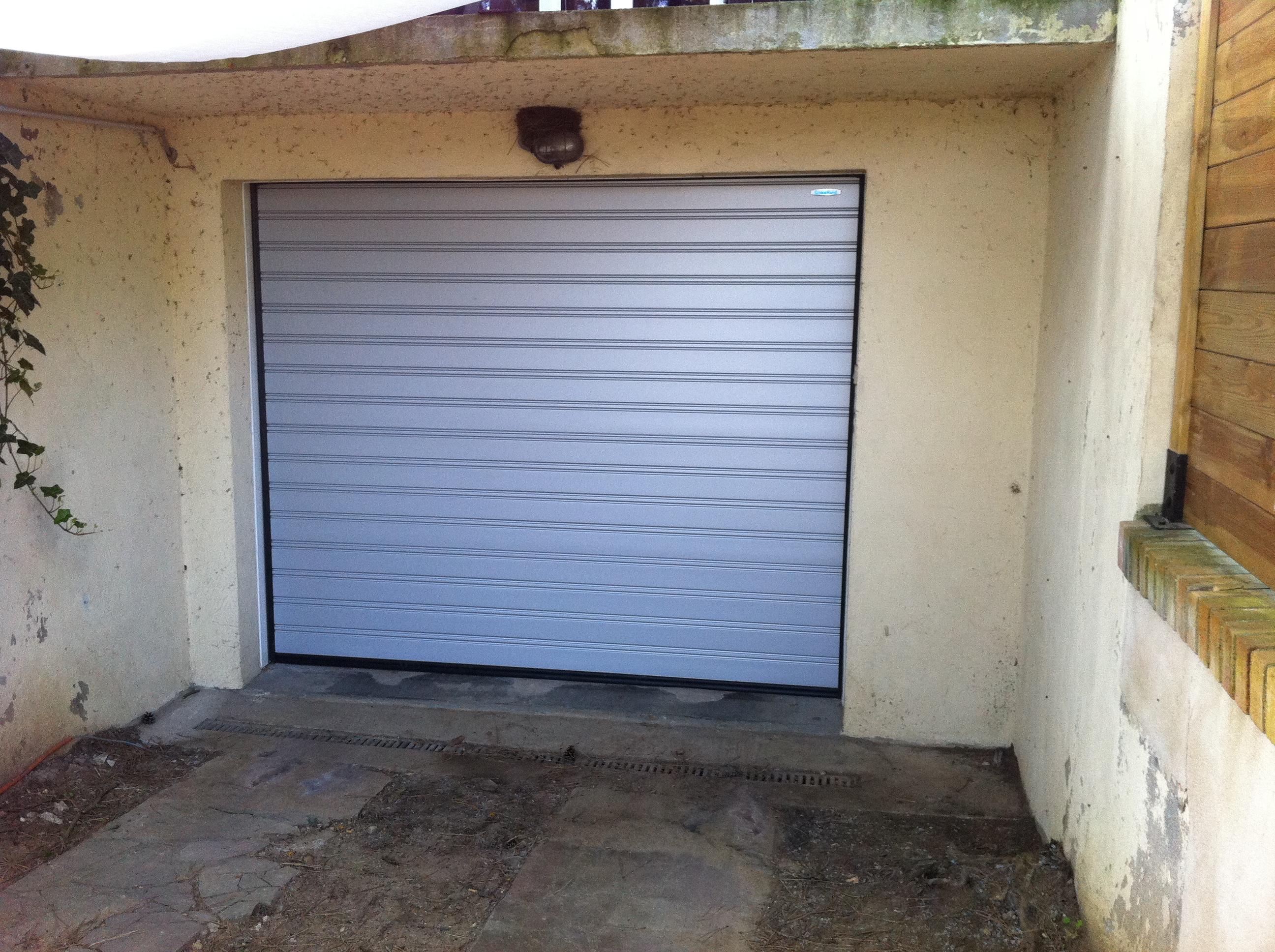 Porte de garage sectionnelle motorisée crawford