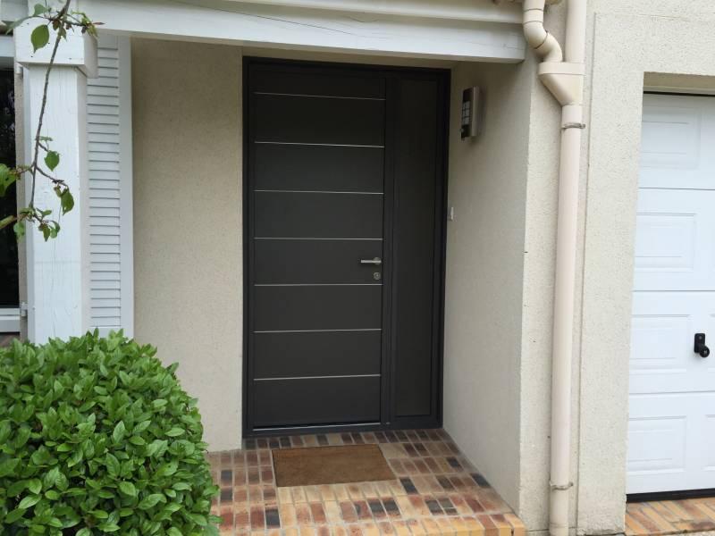 Porte entr e yvelines porte alu contemporaine porte entree alu 78 for Porte exterieur noir
