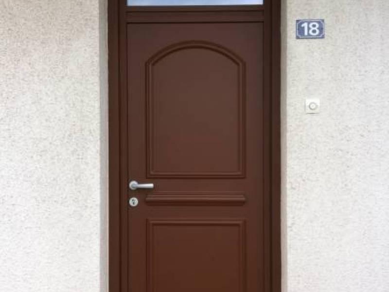 Porte entr e yvelines porte alu contemporaine porte - Porte d entree pvc marron ...