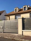 Portail ALU gris et clôture ajourée avec maçonnerie Wilco
