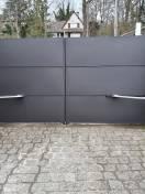 Portail ALU moderne coloris gris modèle QUADRA SIB motorisation WILCO